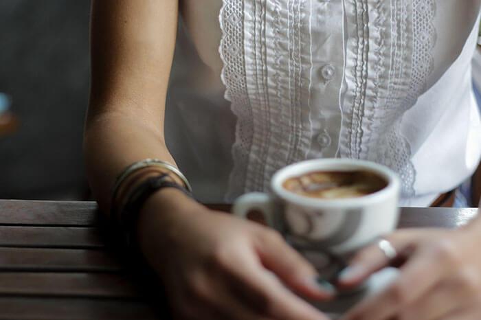 café mujer embarazada